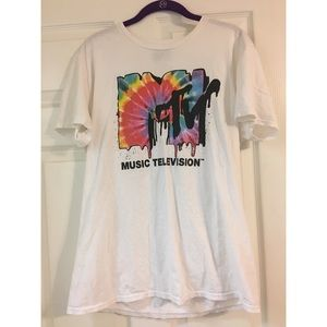 MTV T-shirt.